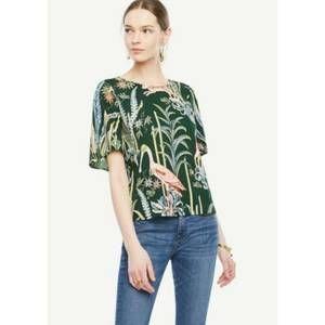 Ann Taylor Blouse Reed Garden Flutter Sleeve top